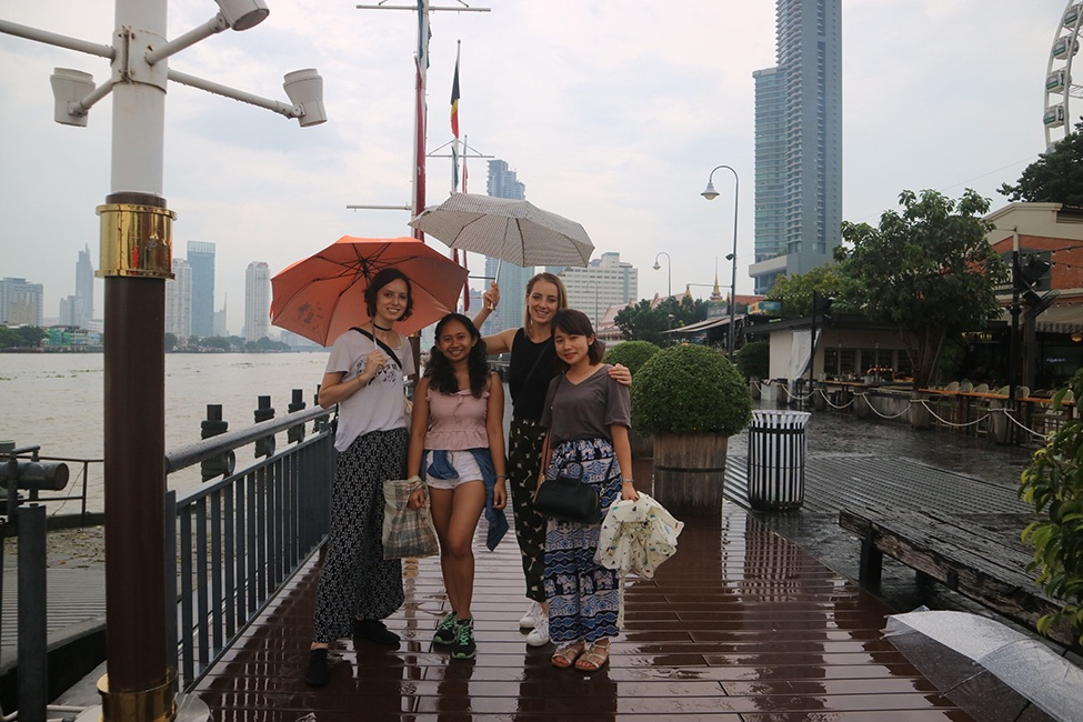 Amanda Davenport in Bangkok with other students